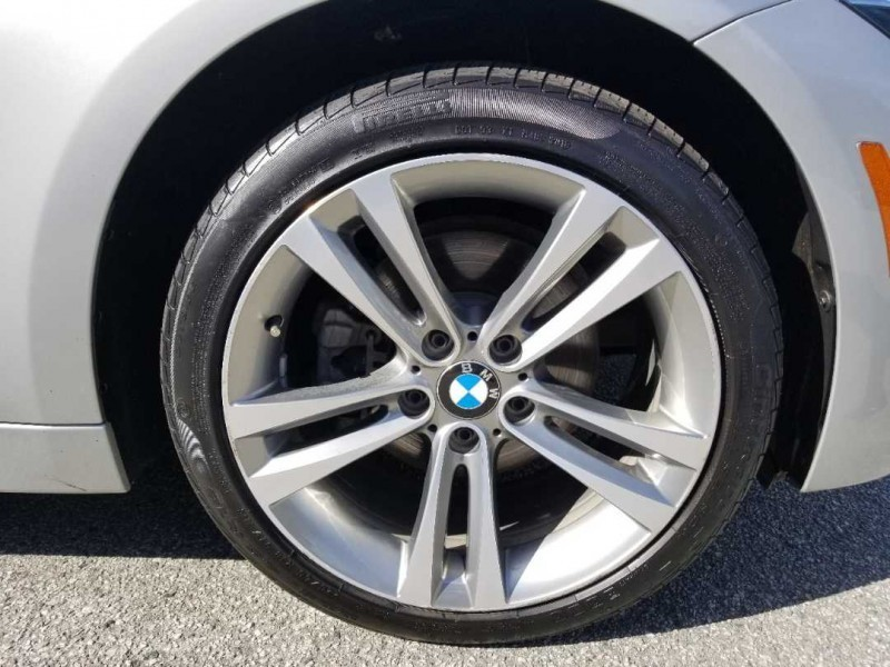 Bmw 3 series 330i xDrive Vehicle Details Image